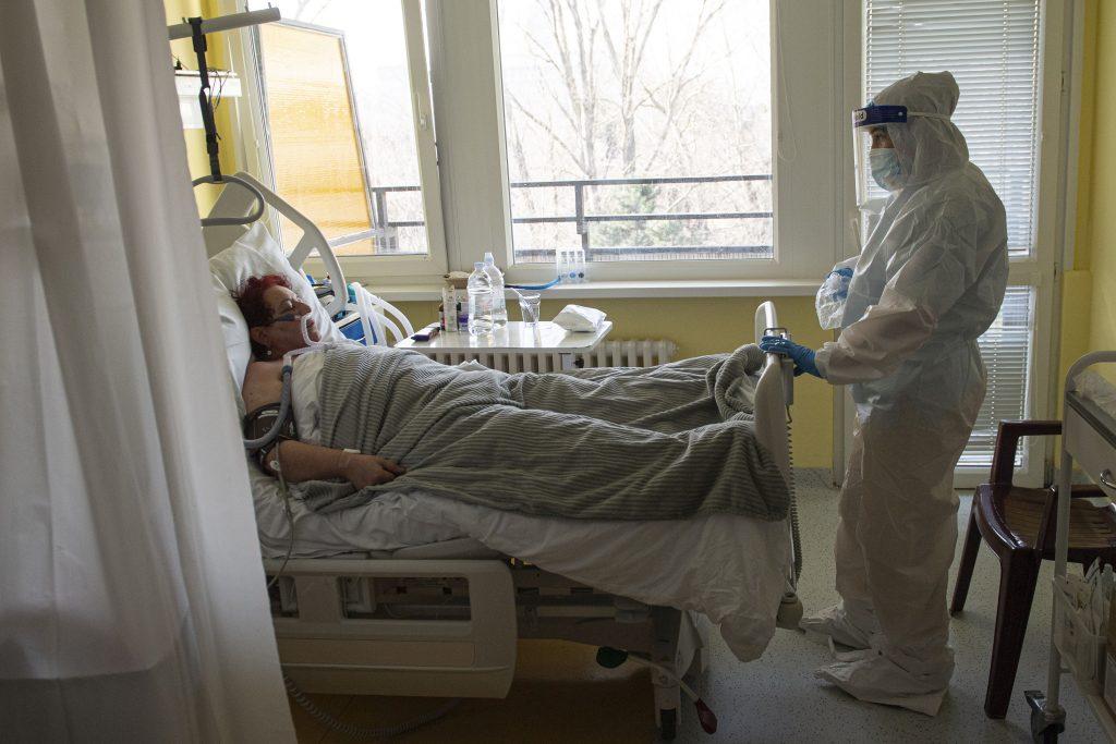 V nemocniciach je už menej ako tritisíc pandemických pacientov, spejeme k uvoľneniu