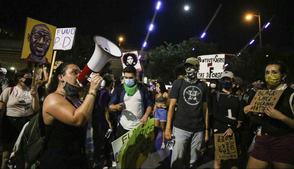 Vláda radikálneho davu, atmosféra strachu. USA majú obrovský problém