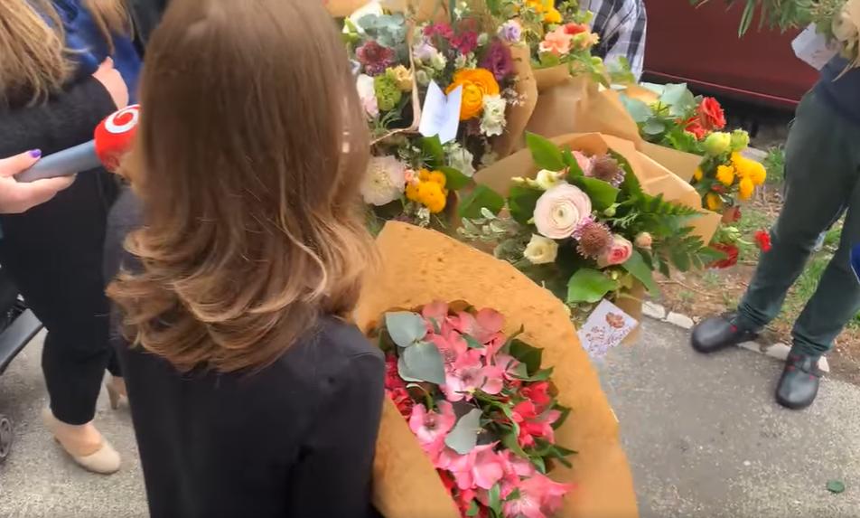 Pročko o kvetoch pre Baťovú: Priviezlo ich jedno auto. Milá progresívna inscenácia