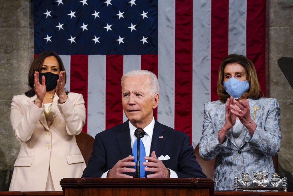 Najsmrteľnejšia teroristická hrozba vychádza z belošskej nadvlády, povedal Biden v prvom prejave v Kongrese