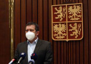 Covidpasy ako priepustka do práce? Vláda v Česku uvažuje o sprísnení opatrení