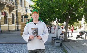O osude bezdomovca rozhoduje psychika, hovorí bývalý predavač Nota Bene a dnes spisovateľ Peter Sorát