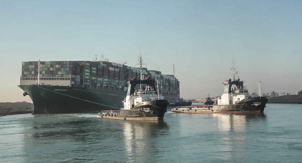 Za chyby sa platí. Egypt zadržal loď Ever Given a požaduje gigantické odškodné