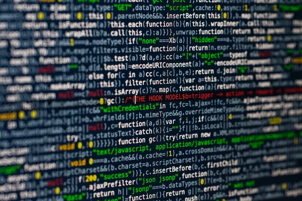 Národný bezpečnostný úrad zaznamenal kyber útoky. Zasiahli štátne IT, energetiku aj telekomunikácie