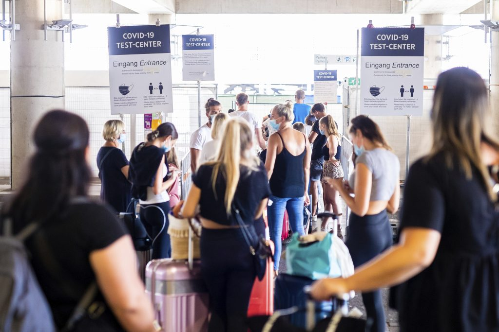 Slovensko pripravuje covid pasy, mohli by byť do leta