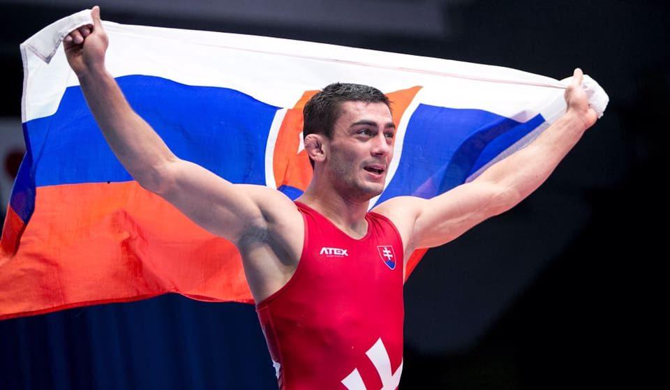 Slovensko má majstra Európy v zápasení. Svojho súpera rozdrvil
