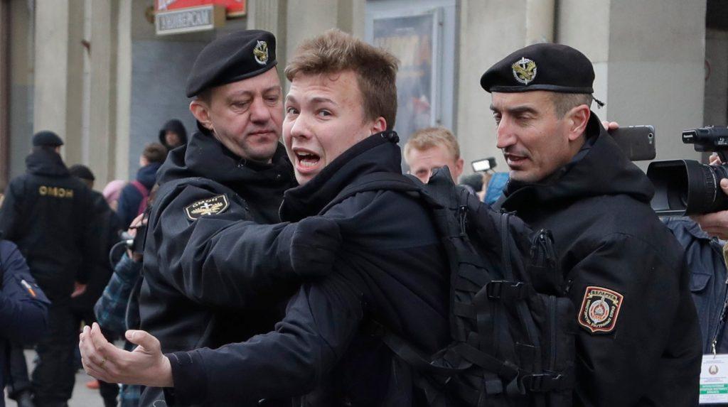 Lukašenko pritvrdzuje. Vynútené pristátie lietadla a zatknutie opozičného novinára