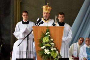 Arcibiskup Cyril Vasiľ pozýva na oslavu Dňa rodiny do Košíc. Nedeľný program bude prenášať TV Lux