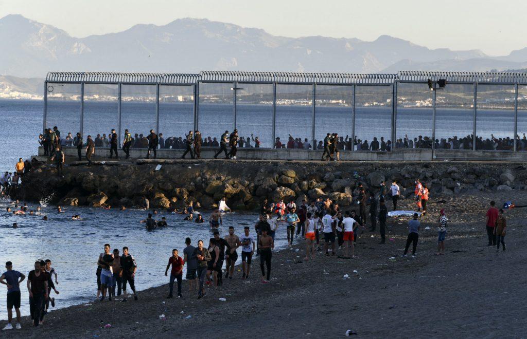 Španielsky magnet na migrantov opäť čelí vlne prisťahovalcov. Brusel varuje pred nelegálnou migráciou
