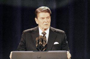 Republikánka s česko-slovenskými koreňmi nahradí starú harcovníčku. Dáva USA Reaganovmu dedičstvu zbohom?