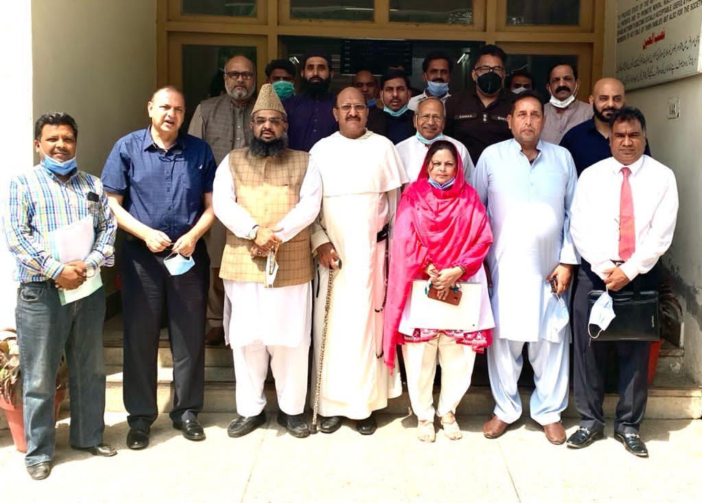 Pakistanský imám zachránil kresťanské zdravotníčky. Kolegyne ich vinili z rúhania