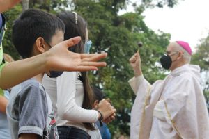 Desiatky kňazov v Latinskej Amerike  umierajú na COVID-19 pri pomoci núdznym