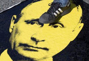 Odpojenie od systému SWIFT by bolo pre Rusko ničivé, ale uškodilo by to aj Západu. Moskva má v talóne alternatívy