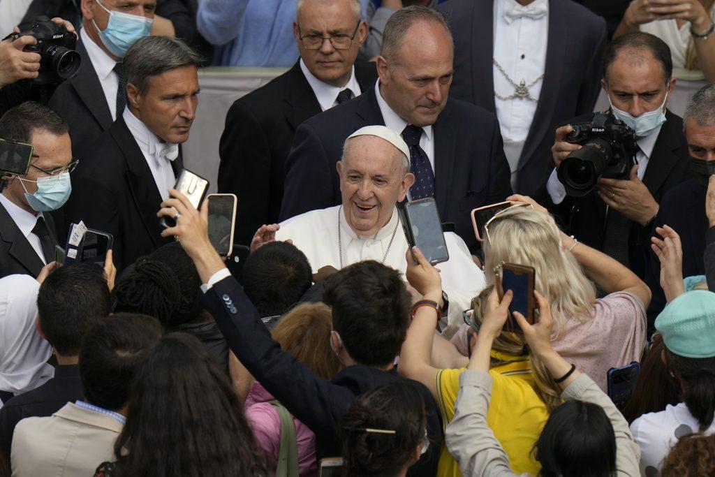Pápež František kňazom: Ak chcete byť intelektuáli, opustite kňazstvo