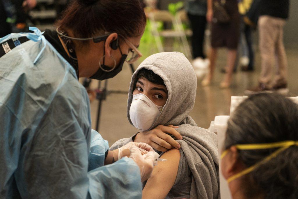 Lekári: Povinná vakcinácia detí by bola problémom, očkujme najmä starších