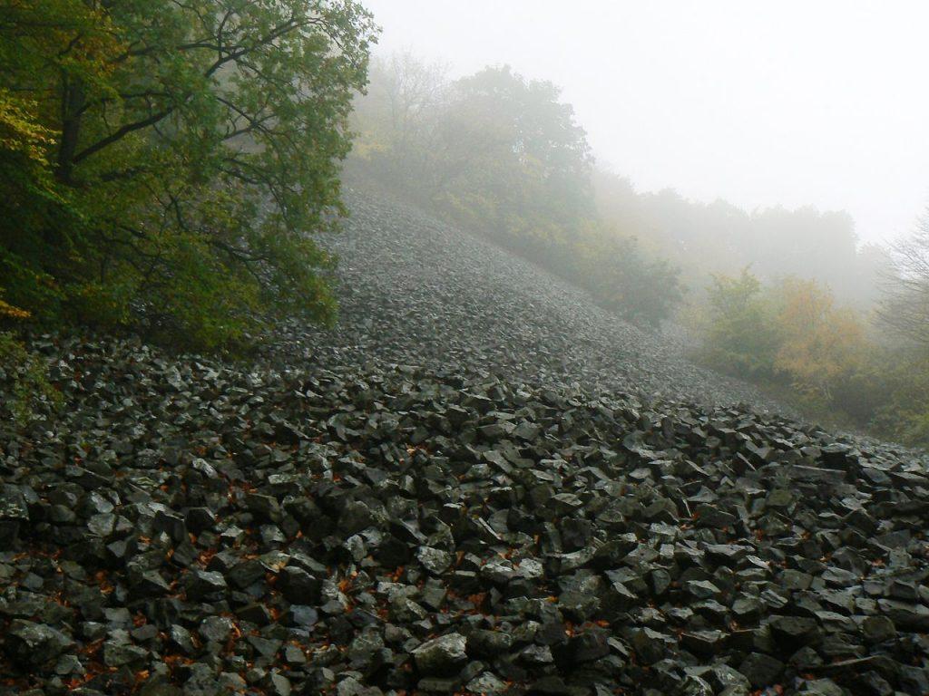 Kamenný vodopád, najvyššie položený hrad či krásy Gemera. Na strednom Slovensku je čo objavovať
